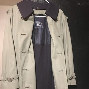 Men's Burberry's trench Coat size 42 short